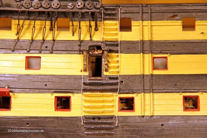 Le plastique c'est fantastique (HMS Victory) - Page 4 Victory-side-entry_6661